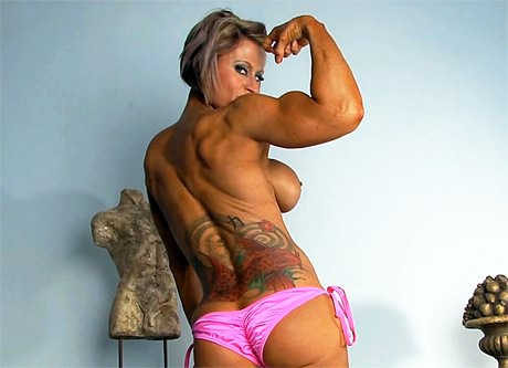 Beautiful Fitness babe ripped muscles topless
